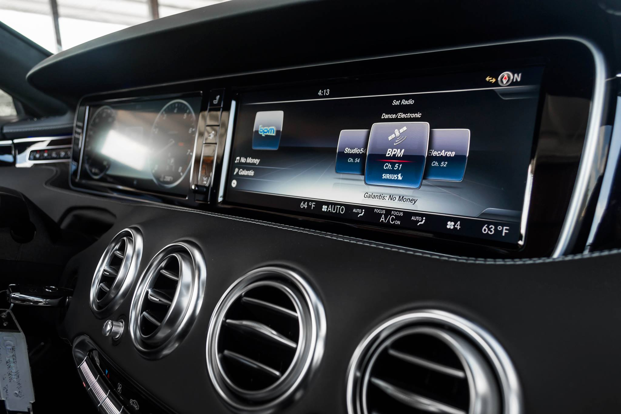 Pairing homelink in your mercedes benz aristocrat motors for Aristocrat motors mercedes benz