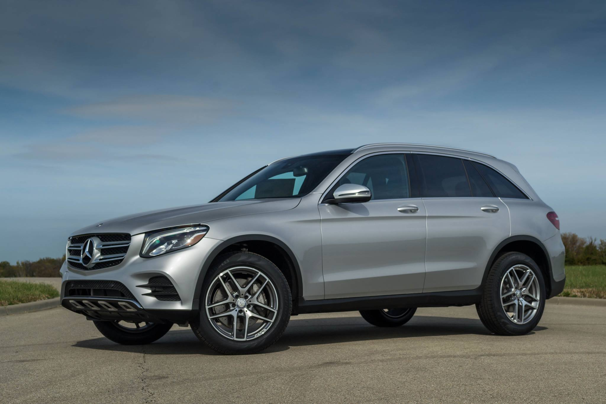 The mercedes benz glc wins motor trend 39 s suv of the year for Mercedes benz of kc
