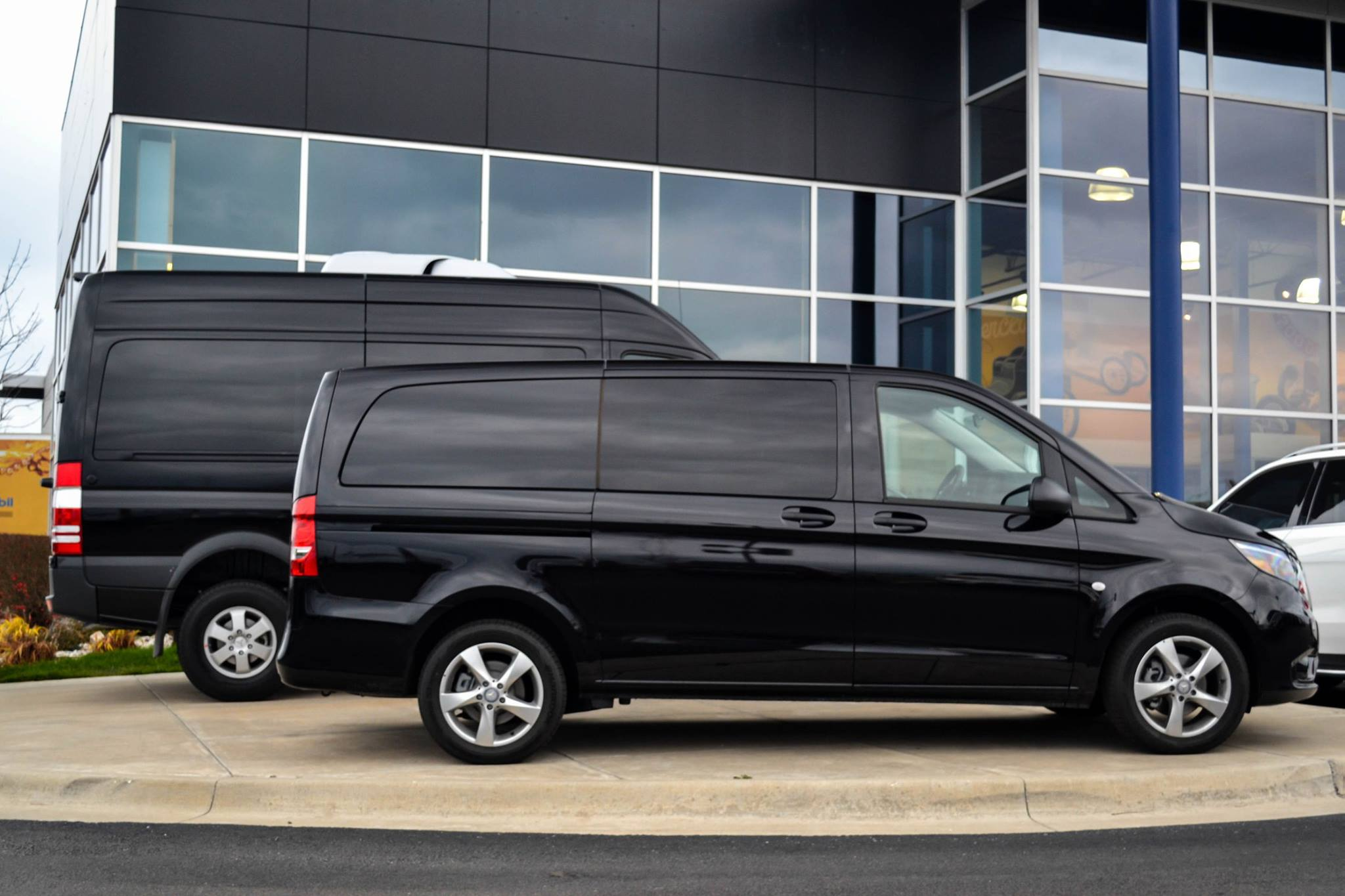 The mercedes benz metris mercedes benz kansas city for Mercedes benz kansas city