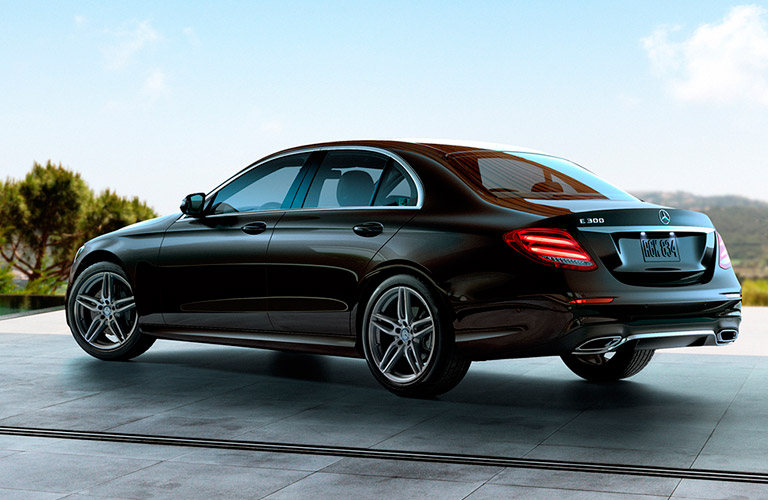 What 39 s the difference between the mercedes benz c class for Mercedes benz phoenix