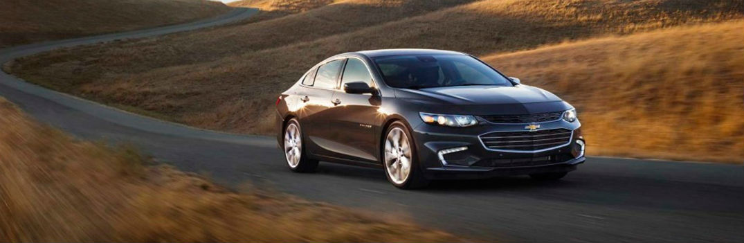 Technology features and comfort options fill interior of new 2017 Chevy Malibu