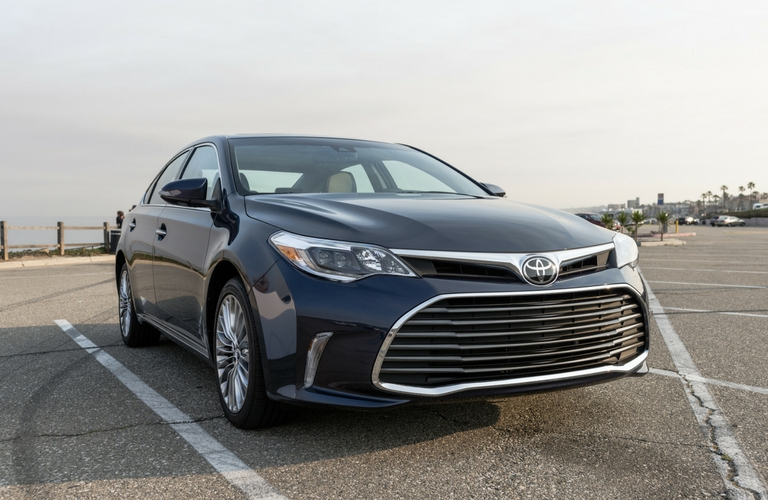2017 toyota avalon features and specs. Black Bedroom Furniture Sets. Home Design Ideas