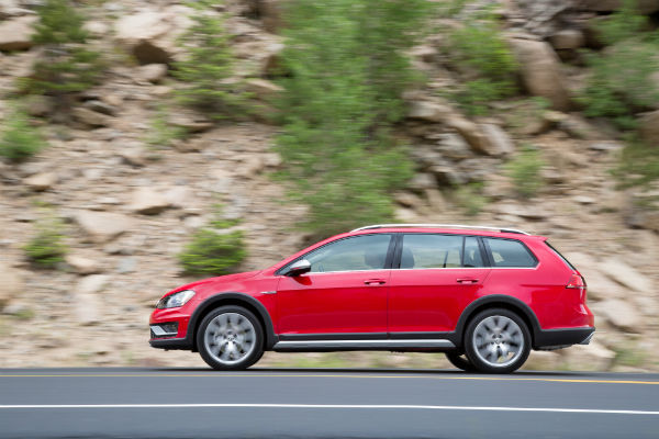 2017 vw golf alltrack red exterior side view