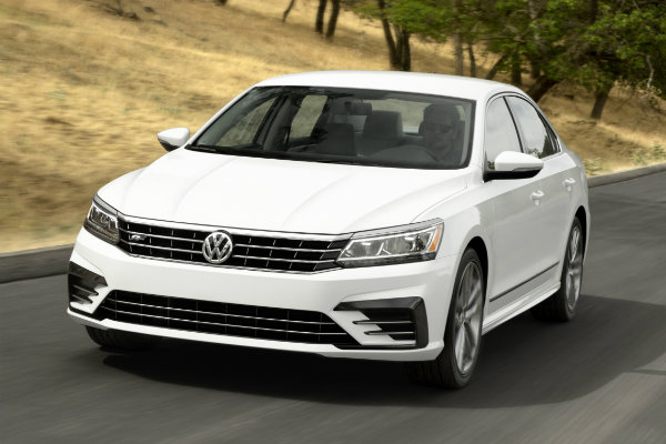 2016 volkswagen passat r line features. Black Bedroom Furniture Sets. Home Design Ideas
