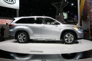 2014 Toyota Highlander Vs 2014 GMC Acadia