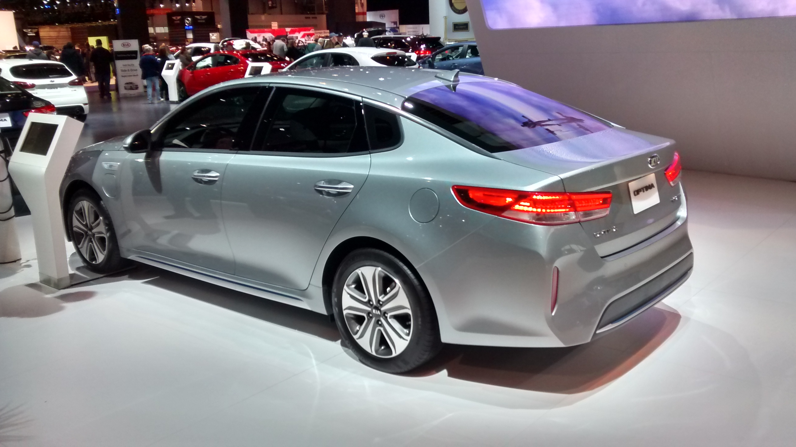 kia and photo drive driver s news optima hybrid in plug photos car info original reviews first