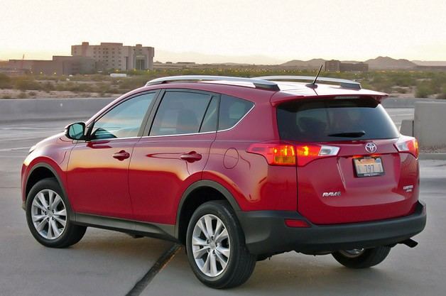 2013 toyota rav4 vs 2013 honda cr v for Honda crv vs toyota rav4 2014