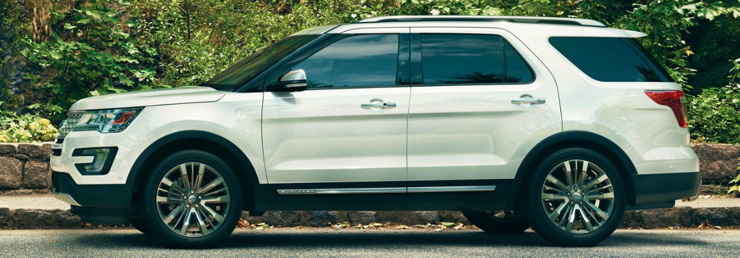 What are the engine options in the 2018 Ford Explorer?