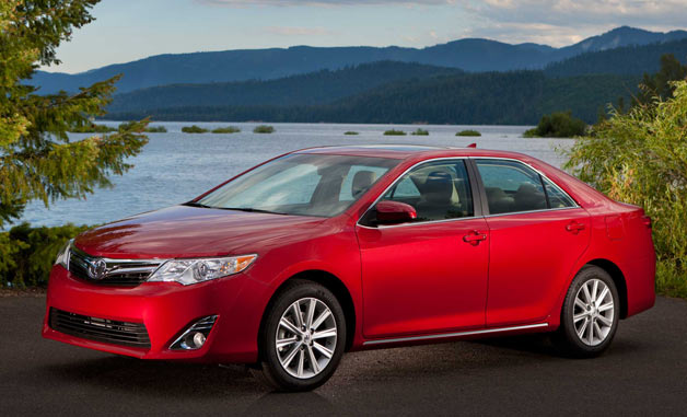 the well rounded 2013 toyota camry. Black Bedroom Furniture Sets. Home Design Ideas