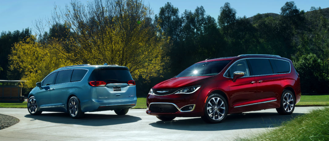 all new 2017 chrysler pacifica to offer first ever hybrid minivan. Black Bedroom Furniture Sets. Home Design Ideas