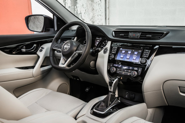 2017 nissan rogue sport size and power