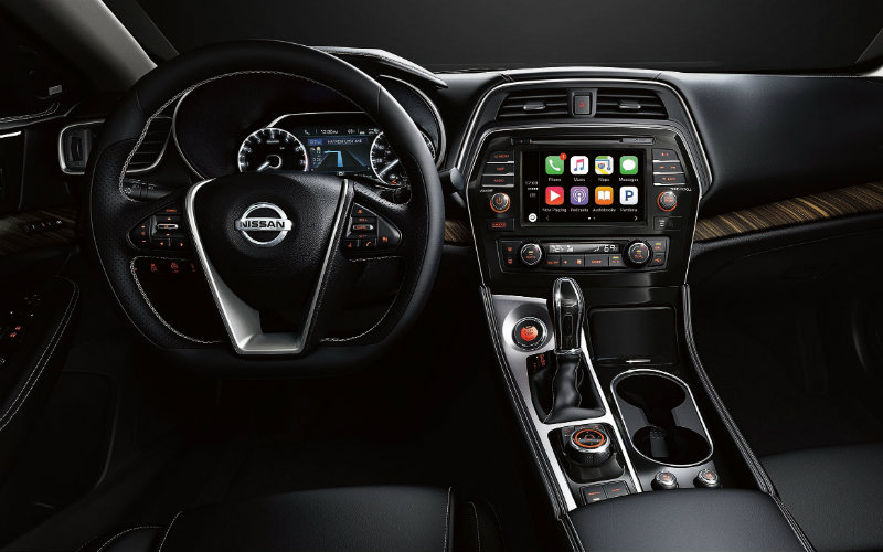 2017 Nissan Maxima trim options and features