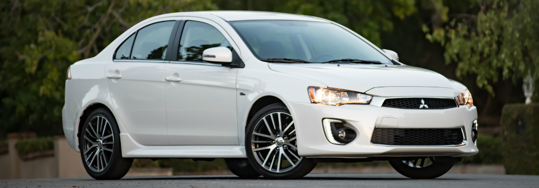 What are the trims and pricing of the 2017 Mitsubishi Lancer?