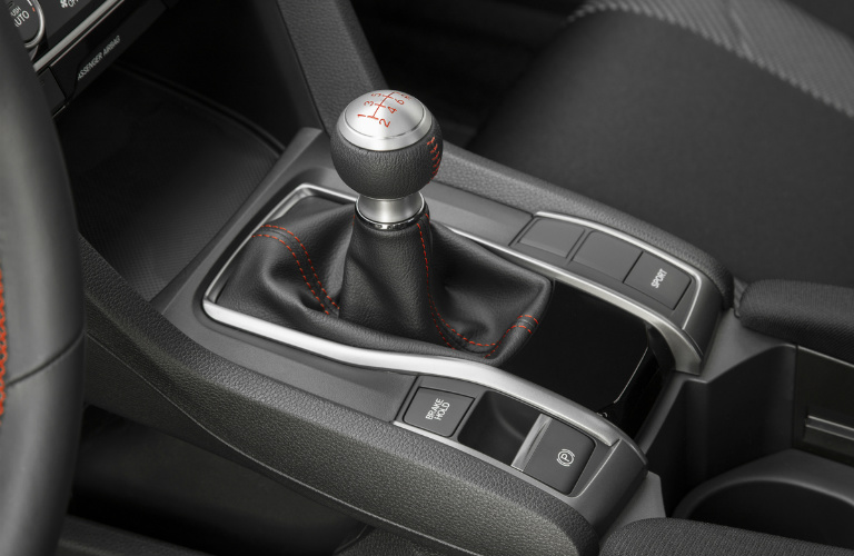 manual shift lever in a Civic Si
