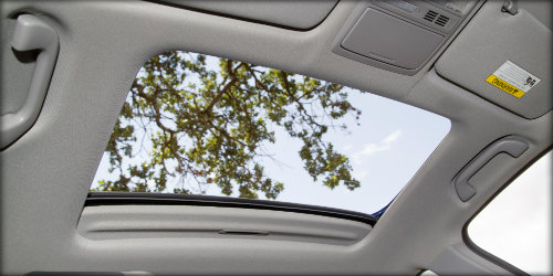 What Is The Difference Between A Sunroof And A Moonroof