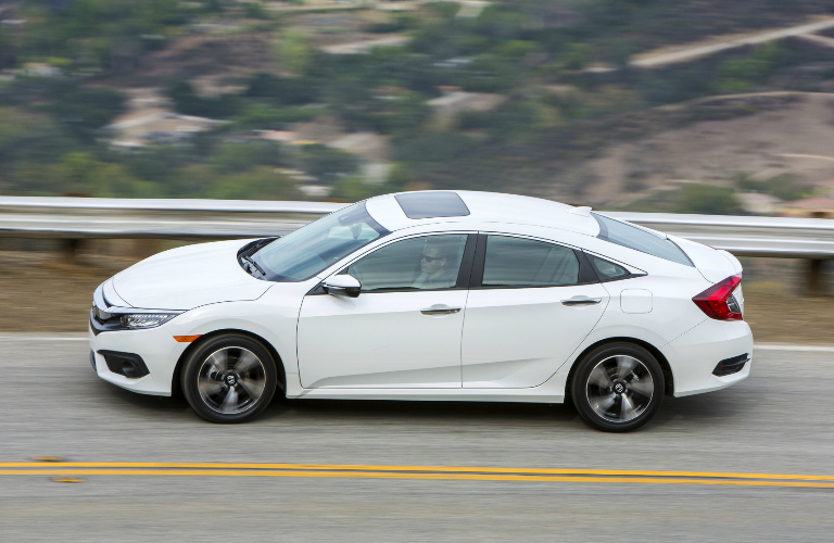what features does the 2017 honda civic touring trim offer