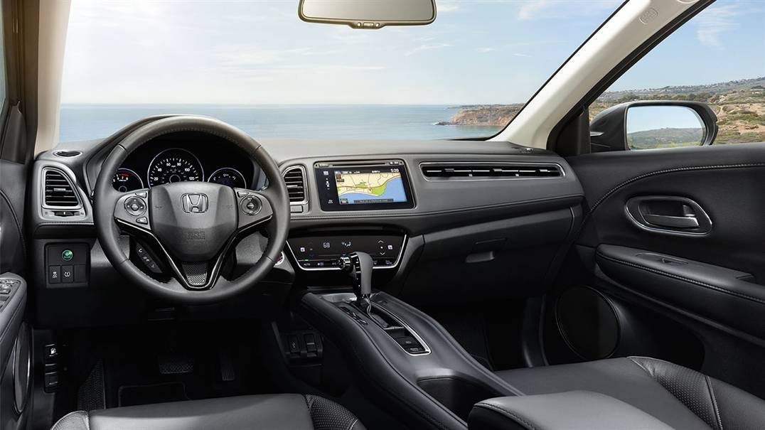 2016 Honda HR-V driver cabin technology