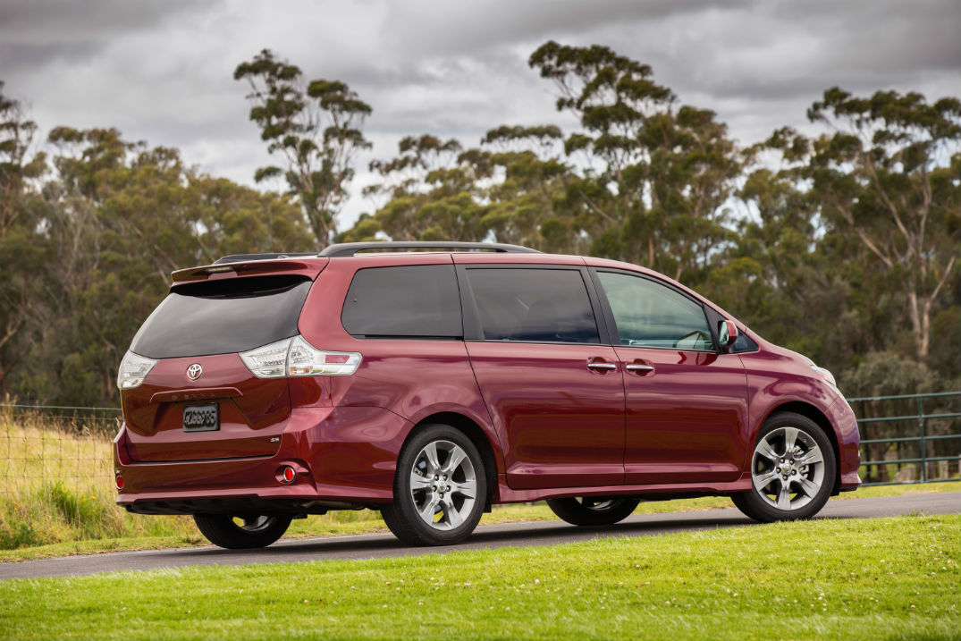 what is available on the 2016 toyota sienna. Black Bedroom Furniture Sets. Home Design Ideas