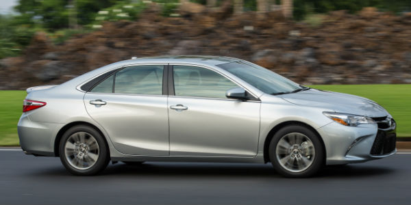 Silver 2017 Toyota Camry SE Side Profile Exterior