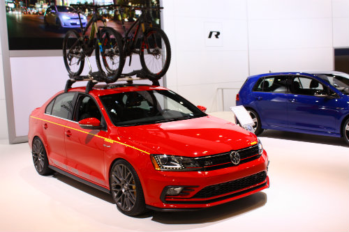 volkswagen models and displays at 2016 chicago auto show. Black Bedroom Furniture Sets. Home Design Ideas