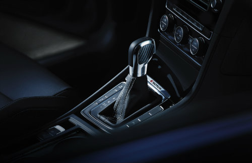 Which 2016 VW models have the dual-clutch transmission?