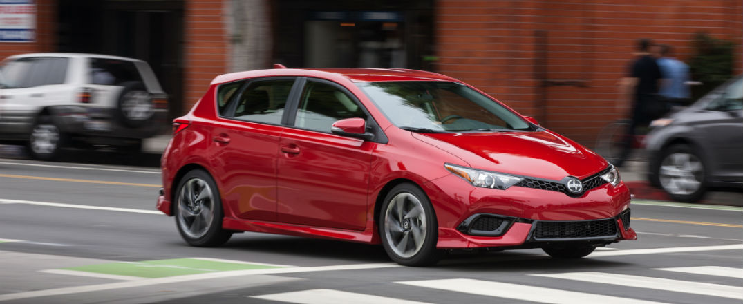 2016 scion im makes kbb best back to school cars list. Black Bedroom Furniture Sets. Home Design Ideas