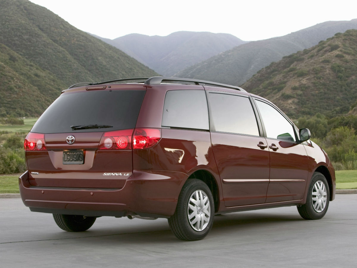 Second Generation Toyota Sienna Exterior Rear Profile_o