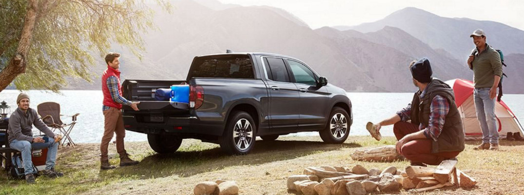 What features are available for the 2018 Honda Ridgeline Truck Bed?