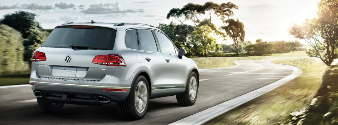 Which colors does the 2017 VW Touareg Sport with Technology come in?