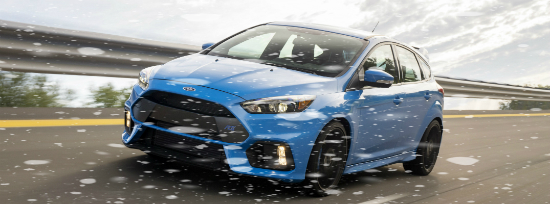 watch the new ford focus rs drifting in snow. Black Bedroom Furniture Sets. Home Design Ideas