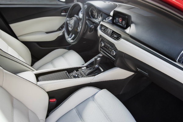 What comes with the 2017 Mazda6 Sport trim?