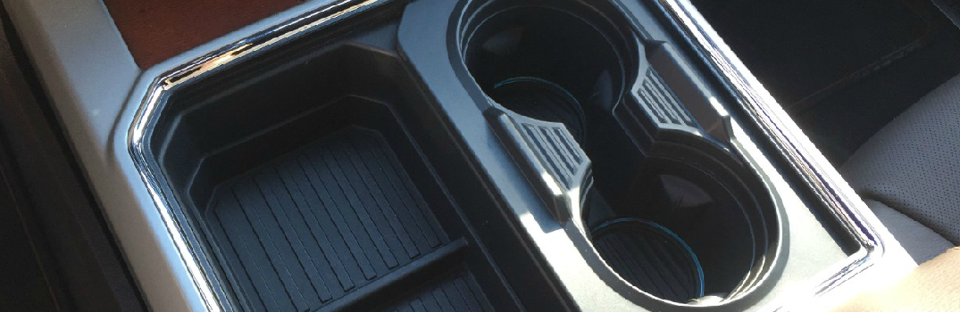 2017-Ford-Super-Duty-with-new-Transformable-Cupholders_o