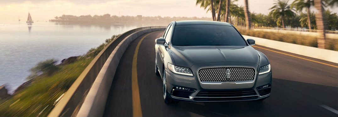 What colors does the 2017 Lincoln Continental come in