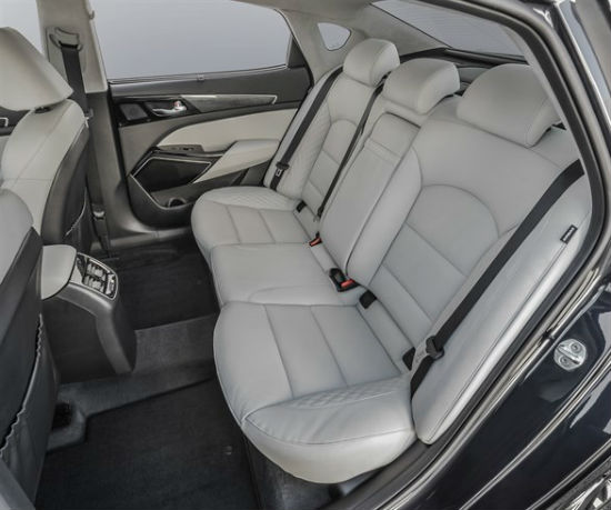 2017 kia cadenza backseats space
