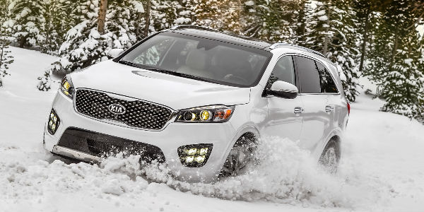 White 2017 Kia Sorento in Snow