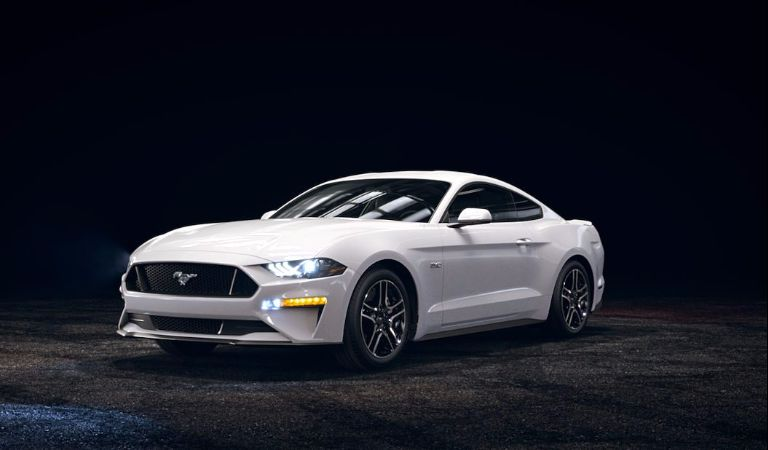 What color options are available for the 2018 Ford Mustang?