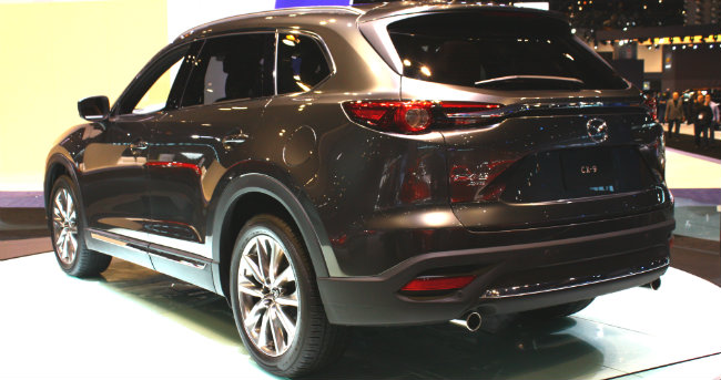 http://blogmedia.dealerfire.com/wp-content/uploads/sites/561/2016/05/2016-mazda-cx-9-rear-design-at-chicago-auto-show.jpg
