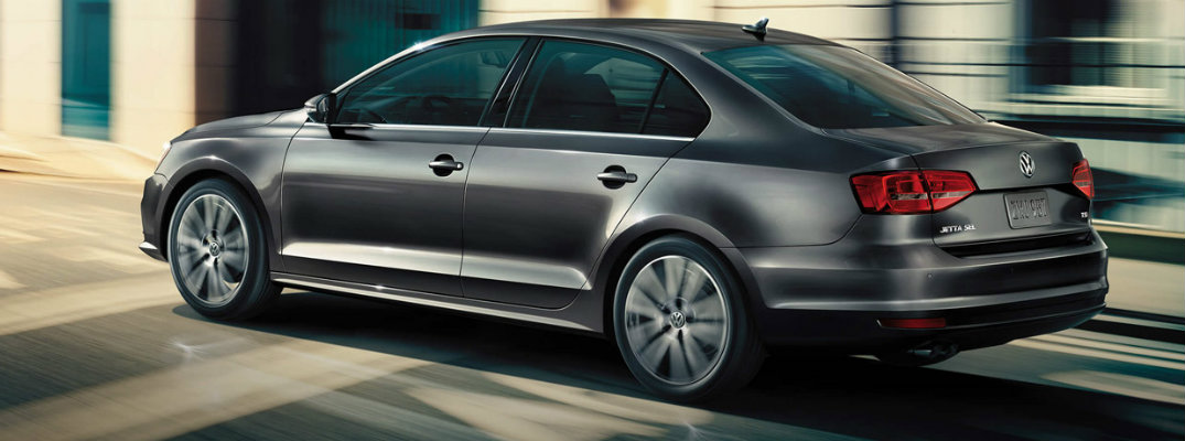 What are the Engine Options and Fuel Economy of the 2017 Volkswagen Jetta?