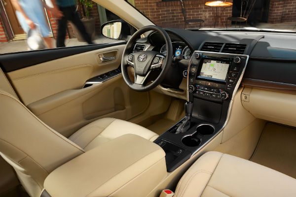 does the 2017 toyota camry come with leather seats. Black Bedroom Furniture Sets. Home Design Ideas