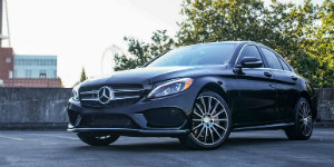 2016 Mercedes-Benz C300 vs 2016 C300 4MATIC