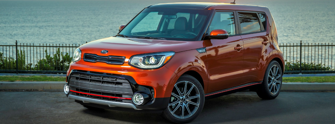 What are the connectivity features in the 2017 Kia Soul?