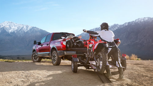 2017 Nissan TITAN engine specifications and towing capacity