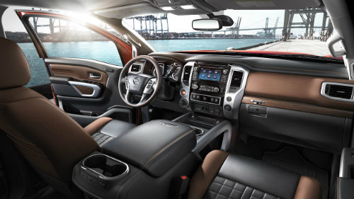 2017 Nissan TITAN interior features and technology