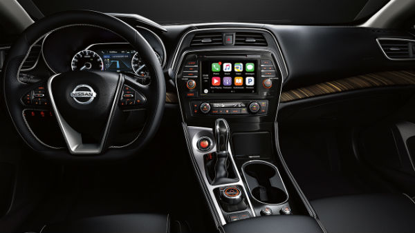 2017 Nissan Maxima interior technology features