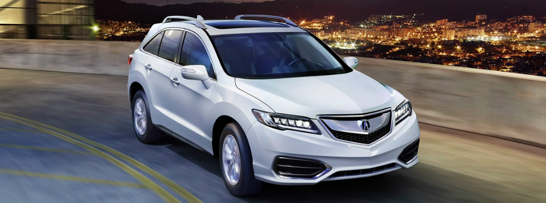 What comes standard in the 2017 Acura RDX?