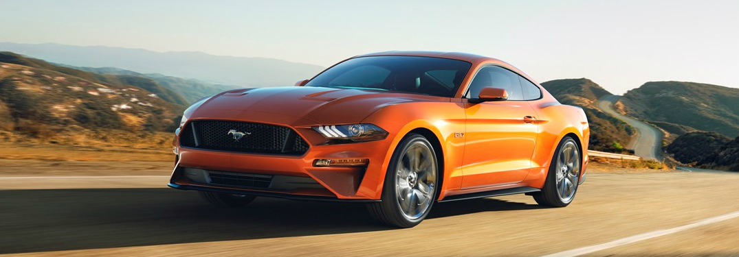 What is the 0-60 mph (0-97 km/h) time of the 2018 Ford Mustang GT?