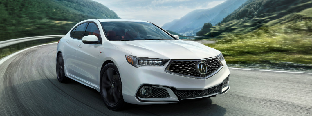 What engine does the 2018 Acura TLX come with?