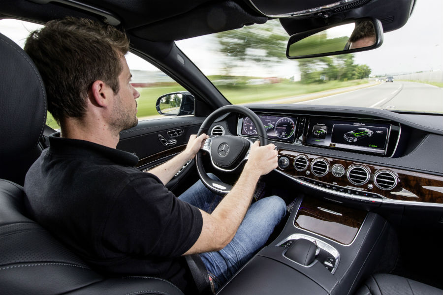 2017 Mercedes-Benz S550e Plug-In Hybrid driver dash and display_o