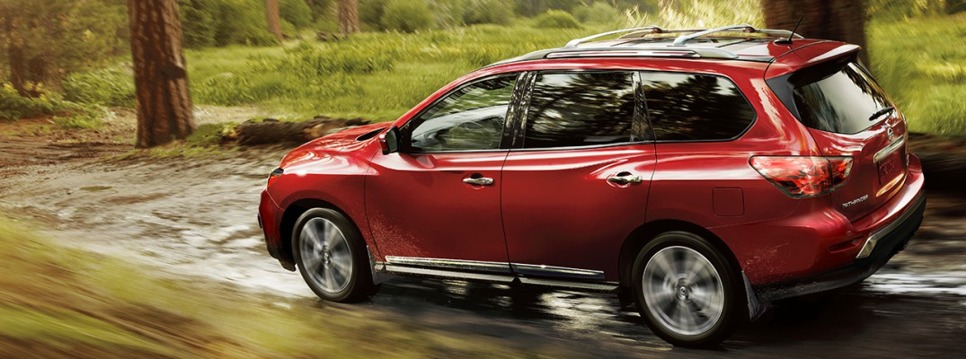 What are the differences between the 2016 Nissan Pathfinder trims?
