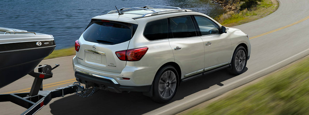 How far can the 2017 Nissan Pathfinder go on a tank of gas?